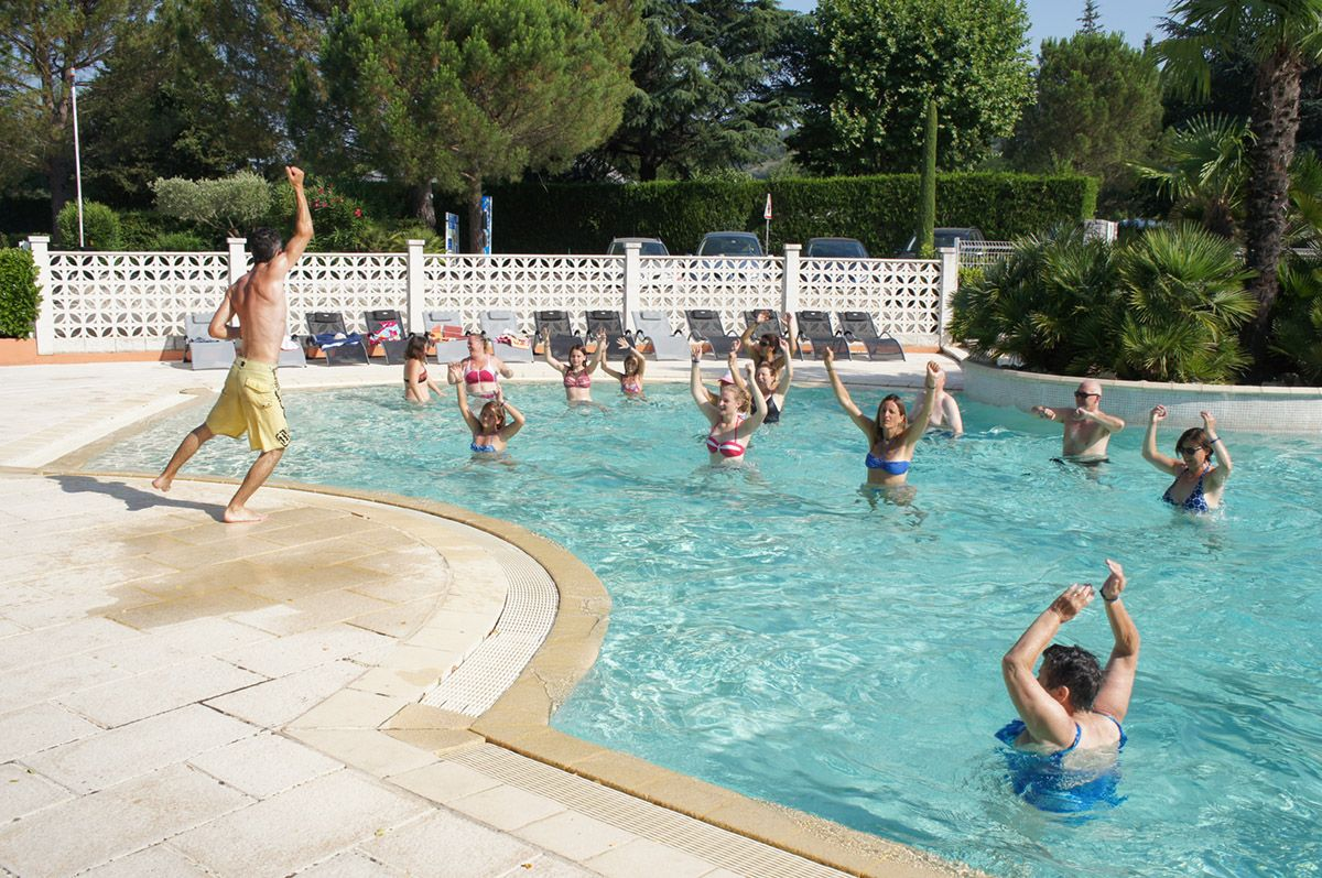 Camp site with swimming pool in the ard che le riviera 4 star camp site for Camping sites with swimming pools
